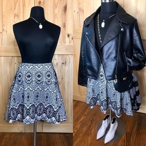 Torrid black white lace print high-low hem  skirt